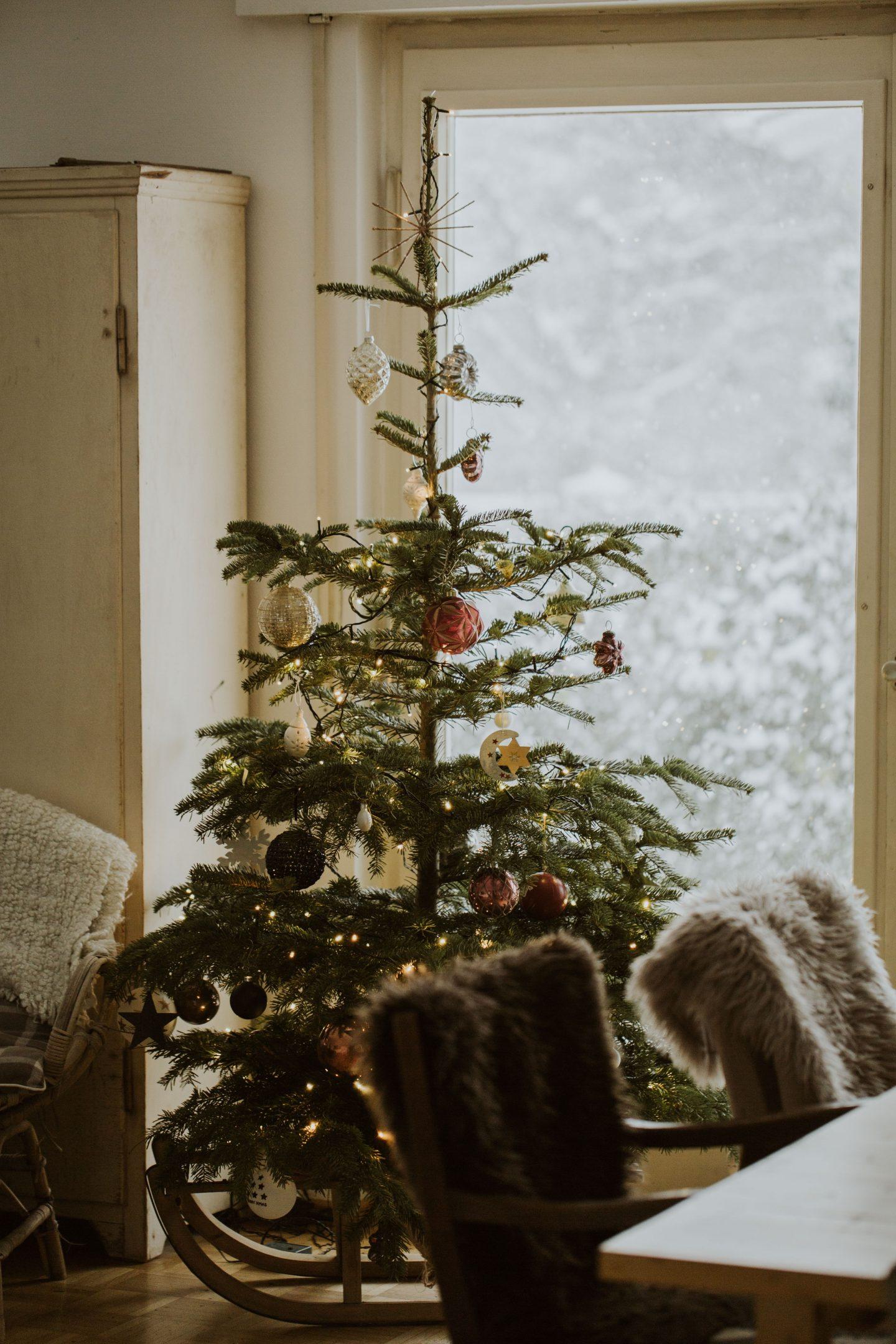 Minimal Christmas Decor from Etsy